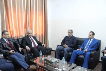 وفد من نقابة الأطباء برئاسة نقيب الأطباء د. فضل نعيم يزور وزارة العمل