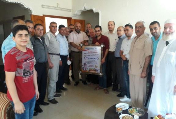 وزارة العمل تزور الأخ  أ. زاهر حرز الله لتهنئته بتخرج نجله.