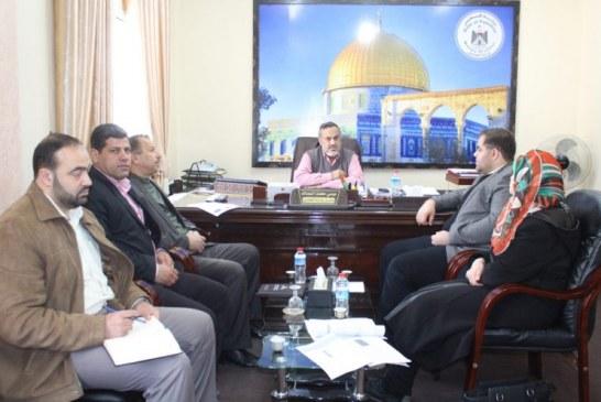 وزارة العمل وبلدية خانيونس تسعيان لتطوير الخطط التنموية