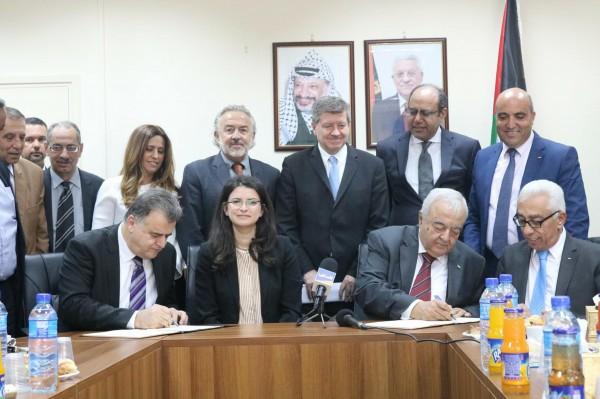 العمل ومنظمة العمل الدولية توقعان مذكرة تفاهم حول برنامج العمل اللائق بفلسطين.