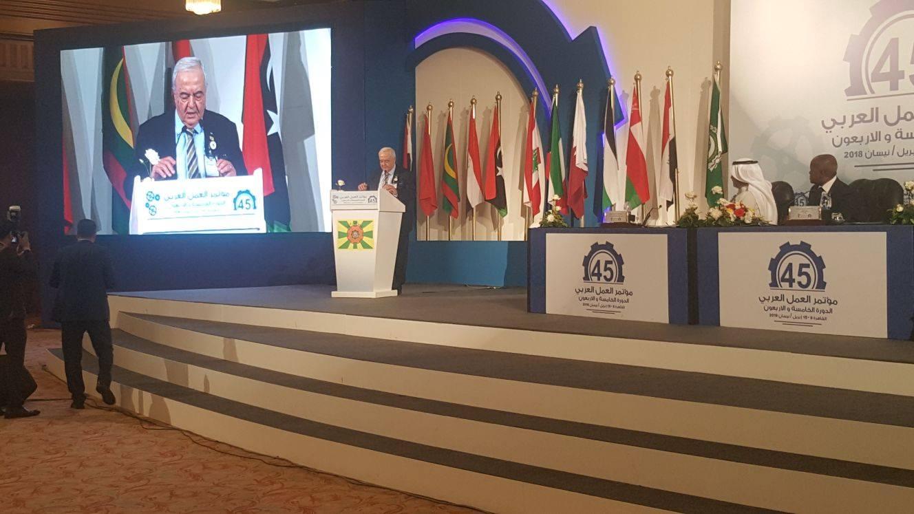 على هامش اعمال منظمة العمل العربية: أبو شهلا يطلع عدداً من نظرائه العرب على واقع التشغيل في فلسطين